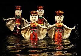 Marionnettes sur l'eau à Hanoi