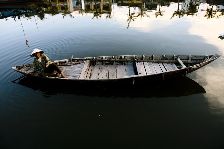 Sampan sur la rivière Thu Bon