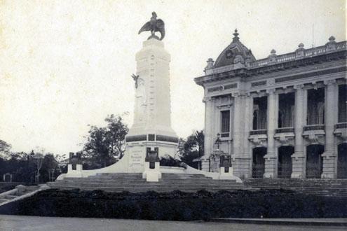 Fontaine devant l'Opéra de Hanoi