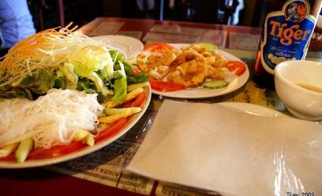 Rouleaux de printemps au poisson - un plat spécial du restaurant Little Hanoi