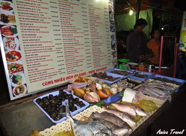 Stand des fruits de mer au marché de nuit à Phu Quoc
