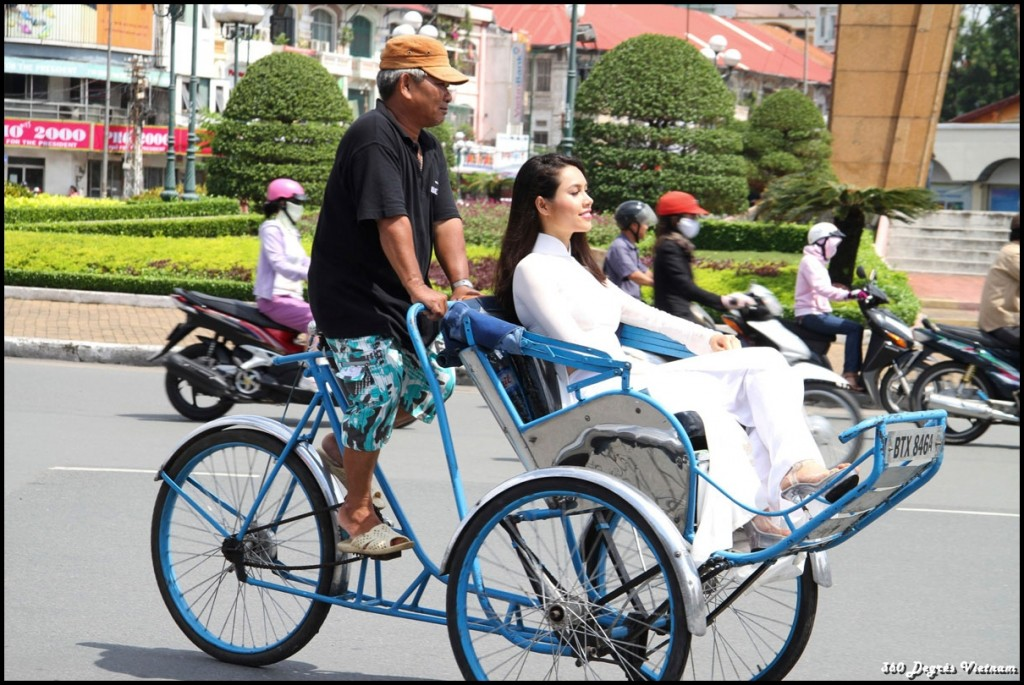 Cyclo dans la ville, moyen de transport le plus écologique du Vietnam