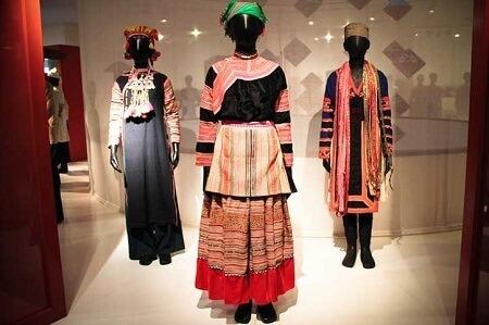 Les costumes traditionnels des femmes d'ethnie minoritaire