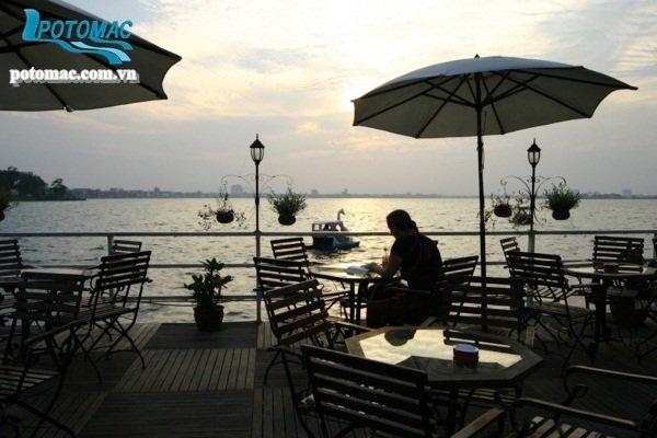 Potomac Cruise - restaurant avec vue sur le lac à Hanoi