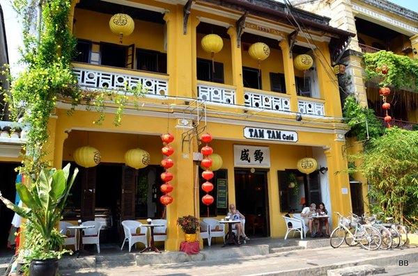 Le vieux Hoi an. Ville très touristique, beaucoup de restaurants et de boutiques.