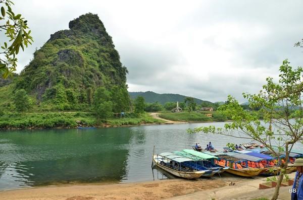 Parc National de Phong Nha-Ke Bang (UNESCO), promenade sur la rivière Son