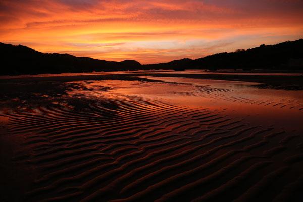 Lever de soleil sur la baie de Vin Hy