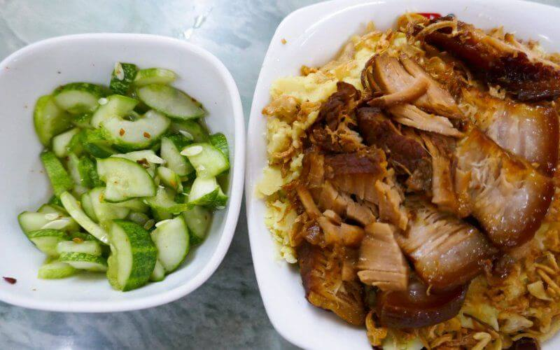 Petit déjeuner au vietnam - Xoi au porc