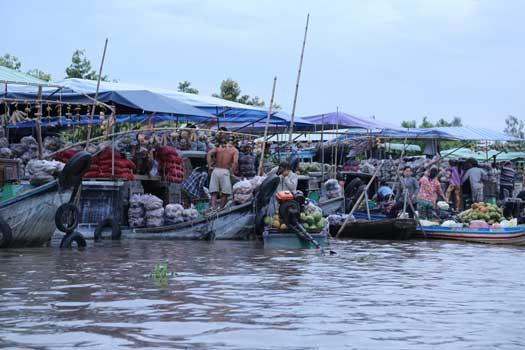 Le formidable petit marché flottant près de Soc Trang