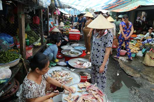 Le marché central de Tra Vinh delta du mekong