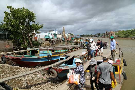 Traversée du Mékong en embarcation locale