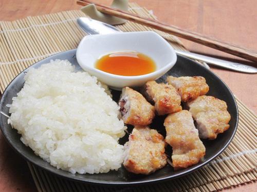 Chả mực avec du riz gluant