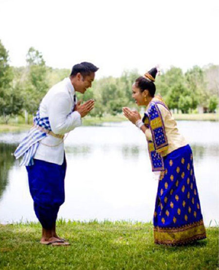 sinh costume mariage laos