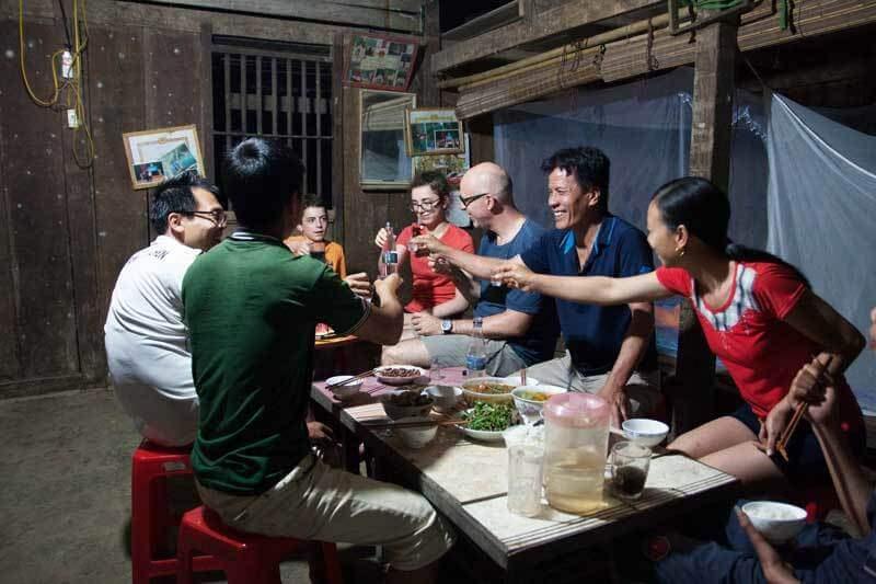 """L'expérience de """"tchin-tchin"""" à la vietnamienne chez l'habitant"""