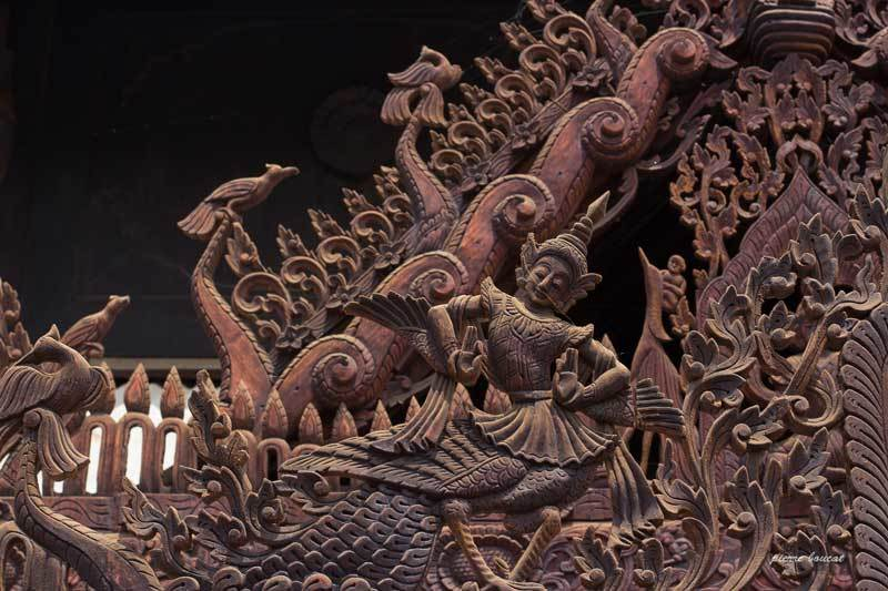 Motifs de décoration d'un toit de temple