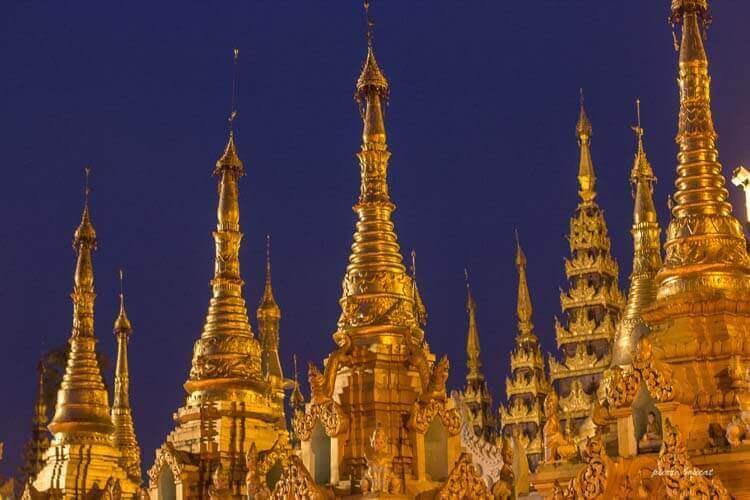 Stupas dorés de la pagode Shwedagon