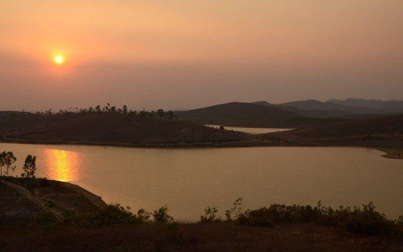 Coucher de soleil sur le lac Jao Supanouvong Amica Travel